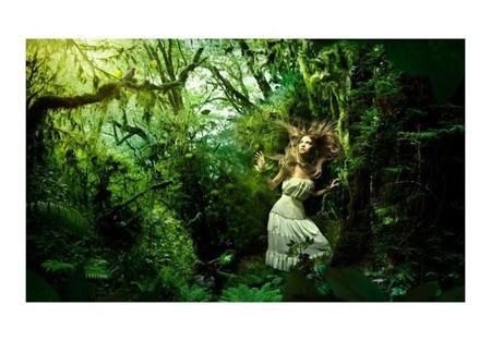 Fototapeta - Zagubiona w lesie